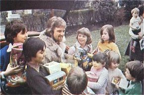 Noel Edmonds accepts donated Easter Eggs 1978.